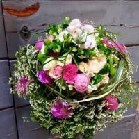 bouquet decorativo lineare su struttura
