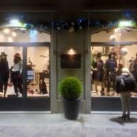 fine decorazione natalizia per esterno negozio