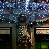 allestimento natalizio per esterno negozio
